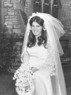 http://www.icethecake.co.uk/Anniversary%20photos/1970s%20wedding%20photos%20015.jpg
