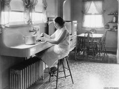 1925 Photo Shows What The Typical Kitchen In A Middle Class Or Upp
