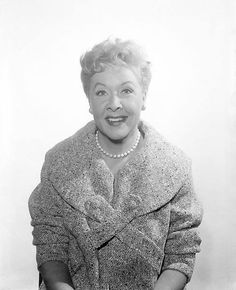 Vivian Vance...lovely picture of her!!