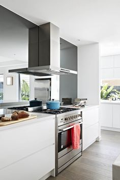 2-pac cabinetry in Dulux Lexicon Quarter to match the walls. Caesarstone benchtops in Frosty Carina