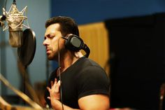 Salman Khan shows his emotions while singing his heart out for Main Hoon Hero Tera. Bollywood Stars, Bollywood News, Bollywood Fashion, Salman Khan Wallpapers, Salman Khan Photo, Hymen, Movie Teaser, Hero Movie, Being Good