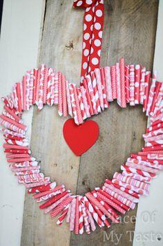 """Paper """"Roll-Up"""" Valentine Wreath Tutorial #crafts #DIY"""