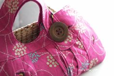 love this handbag!! Inspired me to sew one for myself! http://hmhdesigns.wordpress.com/2011/11/29/pattern-review-i-think-sew-no-10-lindsey-bag-aka-charming-tote/