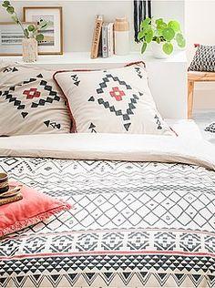 Ropa de cama adulto - Juego de cama doble con estampado étnico - Kiabi Comforters, Sweet Home, Throw Pillows, Blanket, Bedroom, Decoration, Pillowcases, Block Prints, Double Beds