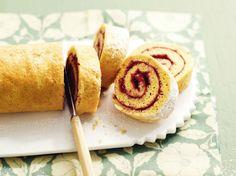 Avec les lectrices reporter de Femme Actuelle, découvrez les recettes de cuisine des internautes : Biscuit roulé à la confiture de fruits rouges