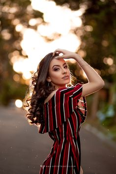 Outdoor Pose for Girls on Street with Outfits ❣️ Outdoor Portrait Photography, Portrait Photography Poses, Fashion Photography Poses, Photography Women, Outdoor Portraits, Digital Photography, Grunge Photography, Dslr Photography, Inspiring Photography