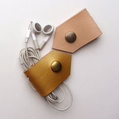 Earbud / earphone / cable organizers in natural and gold  by RinartsAtelier