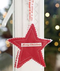 Sew a Christmas star decoration :: make Christmas tree decorations How To Make Christmas Tree, Christmas Makes, Felt Christmas, Christmas Projects, All Things Christmas, Holiday Crafts, Christmas Ornaments, Christmas Stars, Felt Projects
