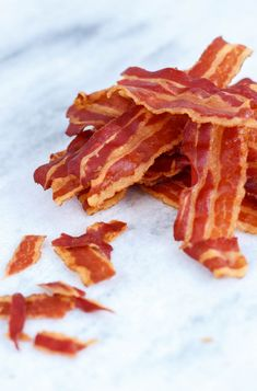 This is how you make crispy bacon - Sweet recipes - Today no recipe for crispy sweets or cookies, but for something much more grandiose: crispy bacon. Meat Recipes, Wine Recipes, Tapas, Good Food, Yummy Food, Recipe Today, Superfood, Italian Recipes, Brunch