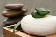 Cómo hacer jabón de aloe vera sin sosa cáustica. La mayoría de jabones se elaboran con sosa cáustica, un componente que puede resultar no apto para la salud, manifestando en la piel...