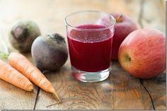 El jugo de zanahoria, betabel y manzana, es uno de los jugos con más propiedades curativas que existen.Es sencillo de preparar, accesible, no cuesta mucho y lo puedes tomar varias veces por semana, alternado con tu serie habitual de jugos naturales si ya es que tienes tu propia serie.    Cuáles