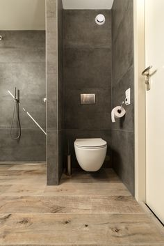 (Notitle) Matt white rimless toilet with soft sitting.Matt white rimless toilet with soft sitting. Wood look tile in combination with large format concrete look tile. Bathroom Design Small, Bathroom Layout, Bathroom Interior Design, Bathroom Styling, White Bathroom, Bathroom Wall, Modern Bathroom, Small Toilet Room, Wood Look Tile