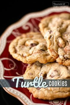 The chocolate chips, pecans, and caramel bits are a winning combination in these Turtle Cookies! Eat warm out of the oven with a big glass of cold milk! #cookies #cookierecipe #turtlecookies #chocolatechipcookies #cookiesrecipe #turtlecookie #cookie via @favfamilyrecipz Pecan Cookies, Caramel Cookies, Milk Cookies, Yummy Cookies, Cookies Et Biscuits, Vanilla Cookies, Turtle Cookies, Caramel Bits, Caramel Pecan