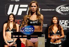 MIRALO! UFC 193 Pesaje En Vivo A Las 4pm CST   Antes de la acción de mañana por la noche en Melbourne Australia  mira a todos los peleadores del UFC 193 en su respectivo pesaje por sus peleas viernes a las 14:00 PST (17:00 ET) y 4pm CST Artículo relacionado: Intensas Miradas Frente A Los Medios en el Staredown para el UFC 193.  La cartelera completa para el UFC 193 es el siguiente:  Cartelera principal(c) Ronda Rousey vs. HollyHolm(c) Joanna Jedrzejczyk vs. Valerie LetourneauMark Hunt vs…