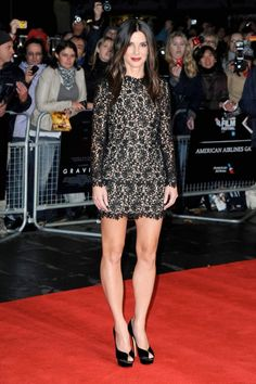 """Sandra in Stella McCartney – Actress Sandra Bullock attended the premiere of her recent film """"Gravity"""", held during the BFI London Film Festival on October… Beautiful Celebrities, Beautiful People, Sandra Bullock Hair, London Film Festival, London Films, Fashion Figures, Dressed To The Nines, Role Models, Girl Models"""