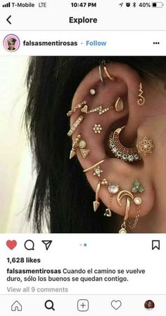 Dude she has a unalome earring 😍 - - Sexy - Piercing Oreja Piercing Face, Ear Peircings, Cute Ear Piercings, Tattoo Und Piercing, Ear Piercings Cartilage, Multiple Ear Piercings, Body Piercings, Cartilage Earrings, Unique Piercings