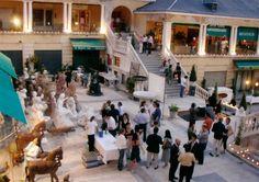Galerías Piquer: anticuarios  Calle Ribera de Curtidores 29, Rastro, esmadrid.com  Fine antique market
