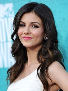 Image from http://pophaircuts.com/images/2013/01/Long-Thick-Wavy-Hairstyles-Victoria-Justice-Hair-Cut.jpg.