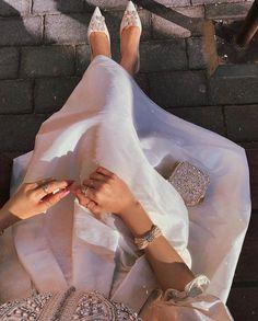 Arab Fashion, Muslim Fashion, Girl Photo Poses, Girl Photos, Modesty Fashion, Fashion Dresses, Fashion Games, Fashion Tips, Sporty Fashion