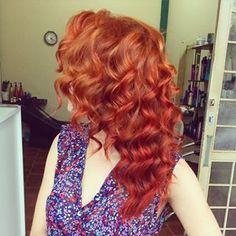 Ou esse degradê de vermelhos de tirar o fôlego. | 17 imagens de cabelos ruivos que vão te dar vontade de correr para o salão