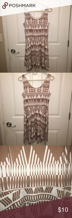 NY&Co Tan and White Sleeveless Dress This tan and white patterned dress is gently worn with a scoop neckline. It also has pockets! Looks great with a jean jacket or blazer, sneakers, sandals, or heels! New York & Company Dresses Mini