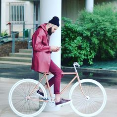 Doing it and doing it and doing it well...#bikefashion #bikeinstyle #cyclestyle #bikestyle #bike #cycle #fixie #fixedgear #maroon #burgundy #beards #menstyle #mensfashion #rosegold by citywomancycle