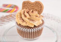Schokoladige Weihnachtscupcakes mit knusprigem Spekulatius Boden und super cremigem Spekulatius Mascarpone Tuff