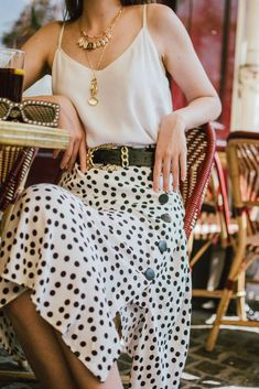 Zara polka dot skirt Source by outfit Midi Rock Outfit, Midi Skirt Outfit, Black Midi Skirt, White Skirts, Skirt Outfits, Midi Skirts, Camisole Outfit, Camisole Top, Zara