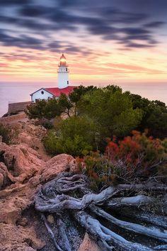 © Dirk Wiemer - www.dirkwiemer.de - Am Punta de Capdepera (Cala Ratjada / Mallorca), Cala Ratjada, Dämmerung, Leuchtturm, Mallorca, Sonnenaufgang, Wolken