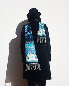 💣 última Bufanda Tropica Azul 🤜🏻 y no los volveremos a ver hasta el año que viene con Alto Invierno!!! Es increíble como volaron todos los diseños que hicimos para estos días de frío polar. Era una edición limitada pero calculamos stock para al menos 2 meses. Desliza para ver lindas fotos detalle 👉🏻👉🏻👉🏻 usarías esta belleza? . . . . . . . #sofialapenta #estampasparalupa #animallover #catlover #fashion #fashiondesign #drawing  #surrealism #arte #sketchbook  #work #artwork #studio… Cat Lover, Adidas Jacket, Athletic, Drawing, Jackets, Fashion, 2 Months, Winter, Blue