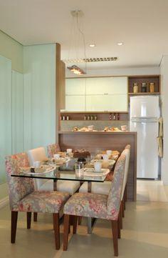 Sala de jantar com cozinha americana, projeto de Rosely Pardini Gallo Rech