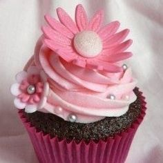 Pink Cupcake - different larger flower but like the idea of one on the side