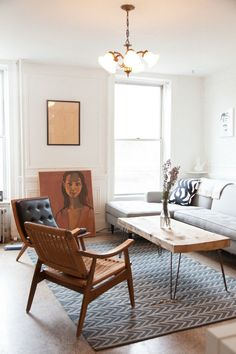 Met een vloerkleed maak je van de woonkamer één geheel, met de keuze van een kleed bepaal je een groot deel van de sfeer in de kamer.