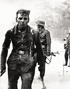 German soldiers after a street fight in Novorossiysk, 1943.