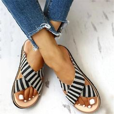 Cute Sandals, Flat Sandals, Womens Slippers, Womens Flats, Striped Flats, Style Casual, Summer Shoes, Fashion Shoes, Style Fashion