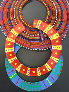 Once upon an Art Room: African Necklaces (Paper Plates) inspired by beaded necklaces of Samburu Tribe.Once upon an Art Room: African Necklaces (Paper Plates) // Similar styles have been worn in many parts of Africa, from ancient Egypt and Nubia to th Kids Crafts, Paper Plate Crafts For Kids, Craft Projects, Arts And Crafts, Summer Crafts, Quick Crafts, Holiday Crafts, African Art Projects, African Art For Kids
