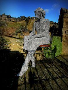 Derek Kinzett, 1966 ~ Wire sculptor | Tutt'Art@ | Pittura * Scultura * Poesia * Musica | Bird Sculpture, Abstract Sculpture, Chicken Wire Art, Picts, Sculpting, Street Art, Wildlife, Metal, Artwork