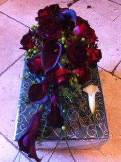 Brides teardrop bouquet in dark red roses and calla lilies