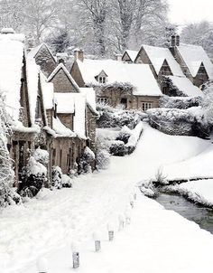 Bibury Winter, Gloucestershire, England a quaint English village in snow Winter Szenen, Winter Magic, Winter Christmas, Winter Time, Christmas Time, Belle Image Nature, England Winter, England Uk, Snowy Day