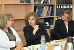 Teresa Heinz Kerry (center) and Julie Fisher, wife of U. S. Ambassador to Israel Daniel Shapiro (right)