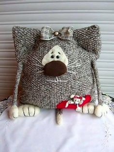 New Crochet Cat Pillow Kittens Ideas Sewing Toys, Sewing Crafts, Sewing Projects, Craft Projects, Cat Crafts, Diy And Crafts, Knitting Patterns, Crochet Patterns, Knitting Toys
