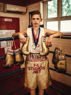 SÉRIE MODE : BOXERS Photographer: Piotr Motyka Boxer: Charles Boom Booom FrankhamThanks to Rozxann Weston and Jo Bernacka. Credits: Adidas, Rival, Convers, Ringside