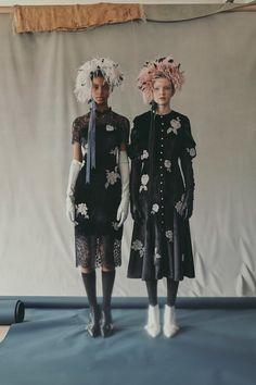 Erdem Resort 2019 Fashion Show Collection: See the complete Erdem Resort 2019 collection. Look 17 Fashion Wear, Runway Fashion, Spring Fashion, Womens Fashion, Fashion Tips, Fashion Design, 80s Fashion, Winter Fashion, Fashion Trends