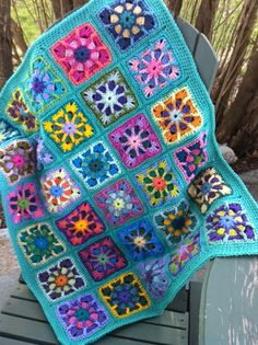 so what if its a little girly, its the most beautiful crocheted baby blanket I have ever seen! And I have a huge crochet blanket weakness. Cant wait to see it in person! Crochet Afgans, Baby Afghan Crochet, Manta Crochet, Baby Afghans, Crochet Granny, Crochet Motif, Crochet Stitches, Crochet Patterns, Crochet Blankets