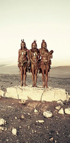 Himba women by jimmy nelson African Beauty, African Women, African Art, Tribes Of The World, People Of The World, Tribal People, Tribal Women, Africa Tribes, Himba People