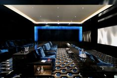 Minimalist Home Theater Design Ideas. Home theater design, having a home theater in the home is certainly a thing desired by those who like to watch movies. The intimate and exciting atmos. Home Theater Lighting, Home Theater Setup, Home Theater Seating, Home Theater Design, Salas Home Theater, Best Home Theater, Movie Theater Rooms, Home Cinema Room, Cinema Theatre