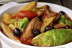 Fårikål med middelhavsvri  Selv om fargen er annerledes, vil du gjenkjenne mange av de gode, gamle fårikålsmakene i denne nye, middelhavsins... Sprouts, Lamb, Meat, Chicken, Dinner, Vegetables, Food, Dining, Food Dinners