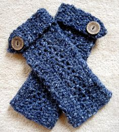 Crochet Patterns Gloves Easy fingerless gloves with button Crochet Fingerless Gloves Free Pattern, Crochet Mitts, Fingerless Gloves Knitted, Knit Or Crochet, Free Crochet, Irish Crochet, Easy Yarn Crafts, Crochet Simple, Crochet Winter