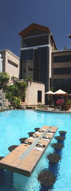 This swim-up table takes outdoor dining to another level. Indulge in breakfast, lunch or dinner in the center of this beautiful swimming pool.