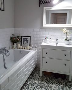 46 stunning small bathroom makeover ideas 4 aegisfilmsales 46 stunning small bathroom makeover ideas 4 aegisfilmsales Carl Larsson B der 46 Stunning Small Bathroom Makeover Ideas smallbathroom nbsp hellip Bad Inspiration, Bathroom Inspiration, Bathroom Ideas, White Bathroom, Modern Bathroom, Bathroom Small, Small Bathroom Makeovers, Master Bathroom, Shower Cubicles